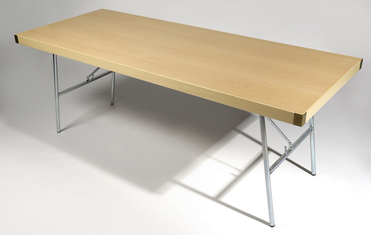 mesa de catering de madera con patas met licas